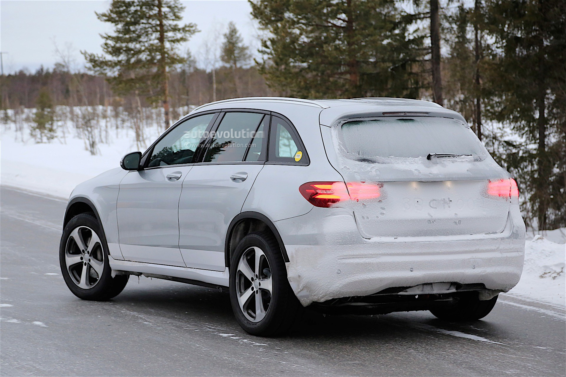 2019 - [Mercedes-Benz] EQ C 2019-mercedes-benz-eva-full-electric-chassis-testing-mules-spied_14
