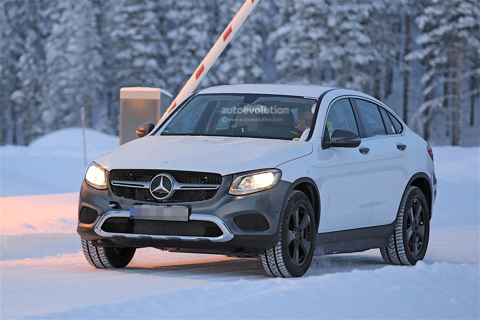 2019 - [Mercedes-Benz] EQ C 2019-mercedes-benz-eva-full-electric-chassis-testing-mules-spied_19