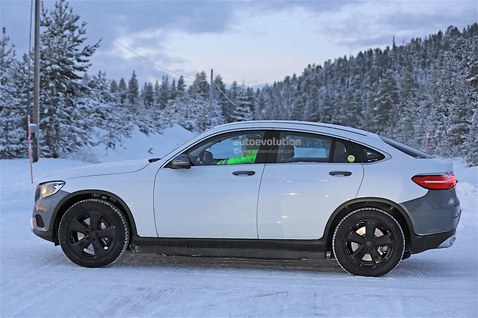 2019 - [Mercedes-Benz] EQ C 2019-mercedes-benz-eva-full-electric-chassis-testing-mules-spied_22