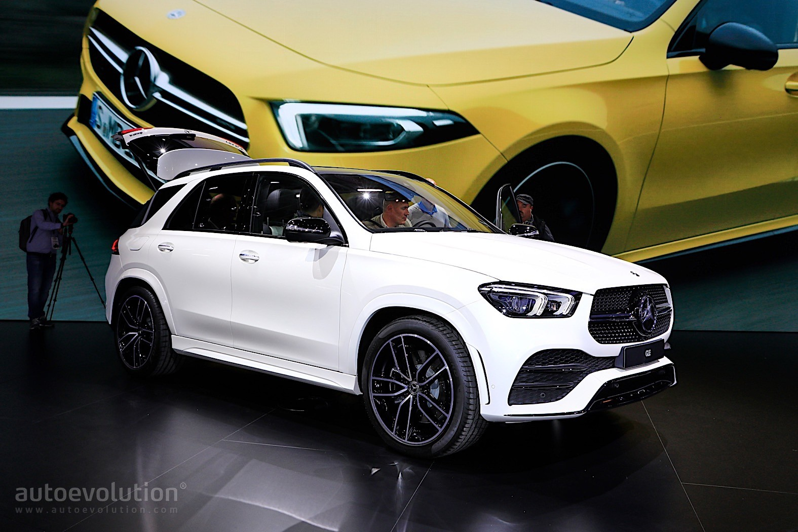 2019 Mercedes-Benz GLE Shows Purebred SUV Prowess in Paris ...
