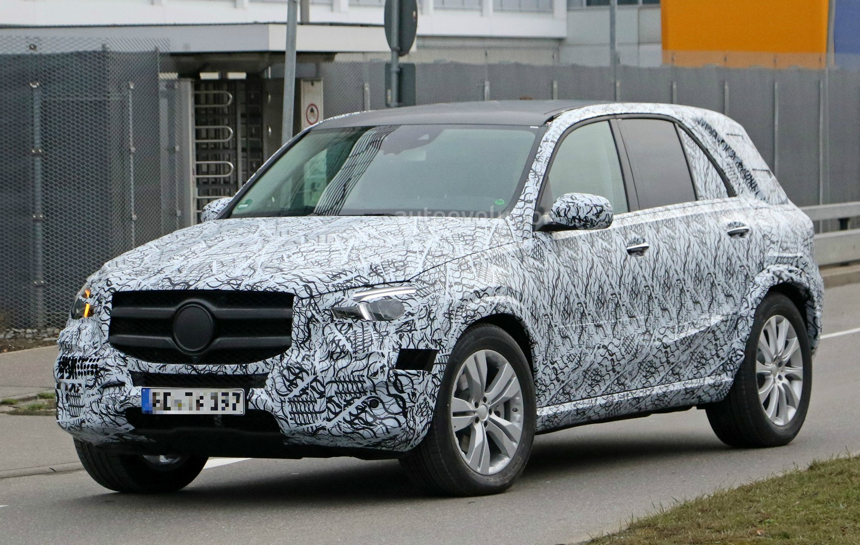 2019 mercedes benz gle reveals interior and production headlights in spyshots autoevolution. Black Bedroom Furniture Sets. Home Design Ideas