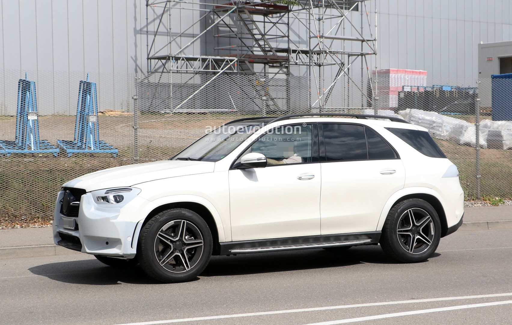 2019 Mercedes Benz Gle Shows Off Full Led Headlights In