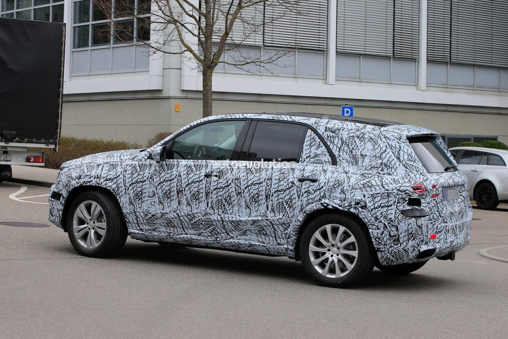 2019 mercedes benz gle spied inside and out dashboard for Mercedes benz gle 2019