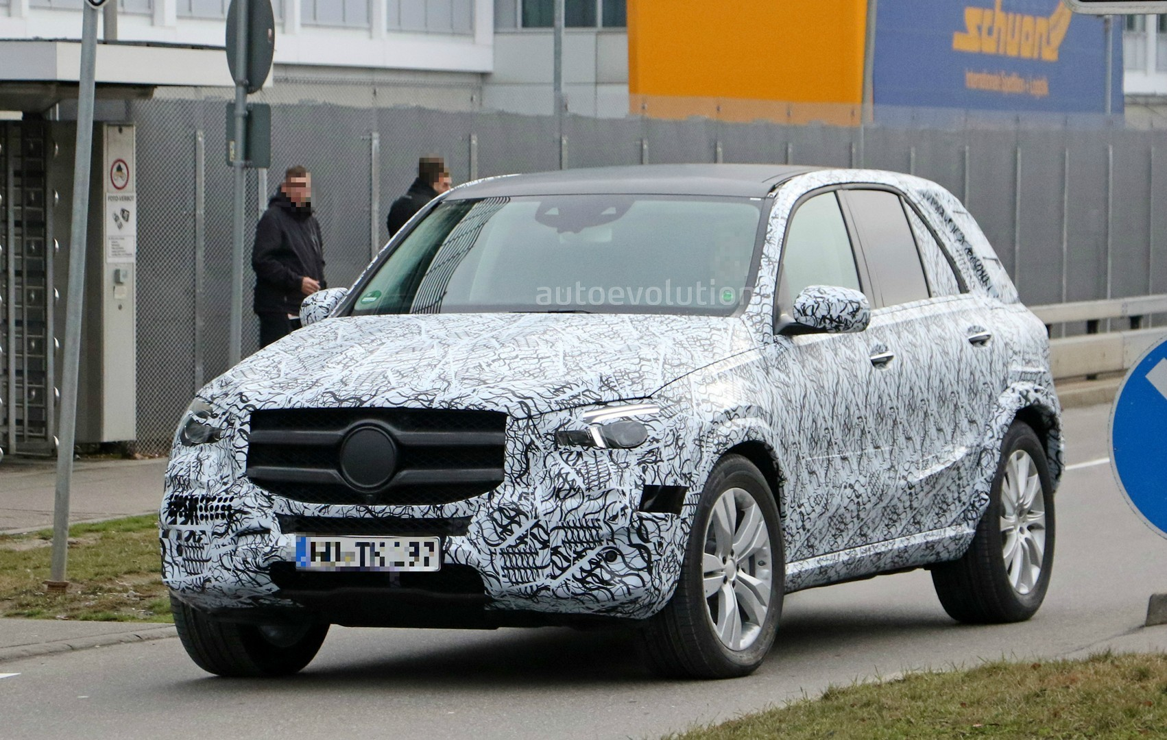 2019 mercedes-benz gle spied  muddy prototype shows g-class design influences