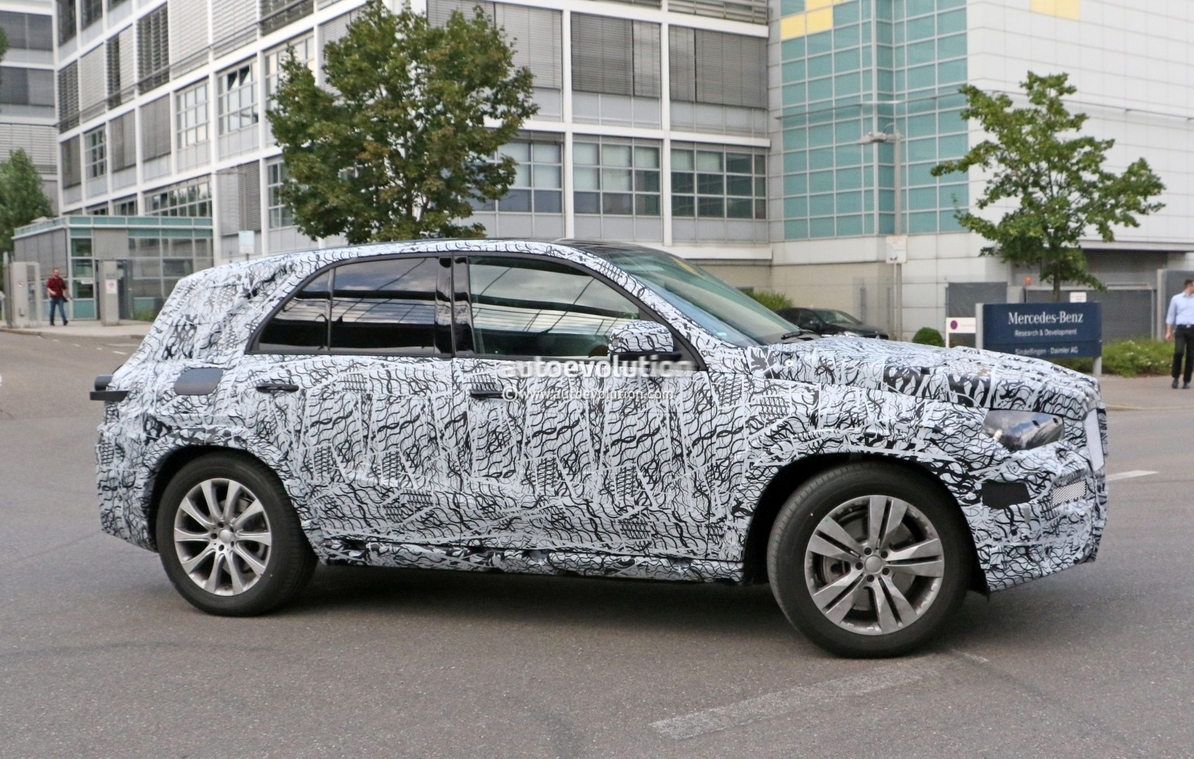 2019 Mercedes Benz Gle Spied Up Close Will Have A Much