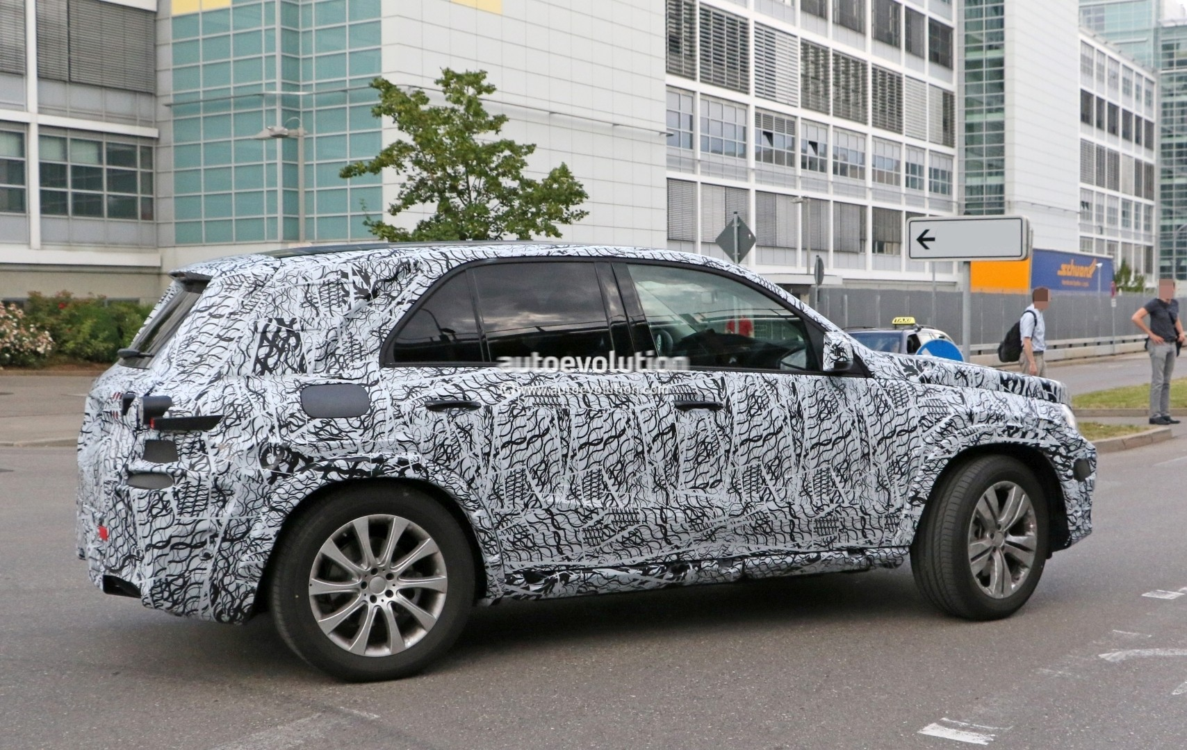 2019 mercedes benz gle spied up close will have a much stronger identity autoevolution. Black Bedroom Furniture Sets. Home Design Ideas