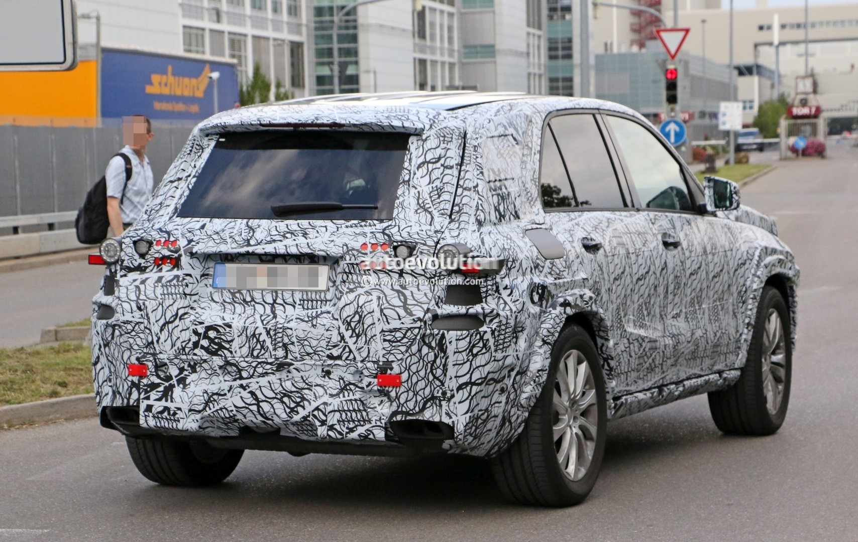 2019 Mercedes-Benz GLE Spied Up Close, Will Have a Much ...