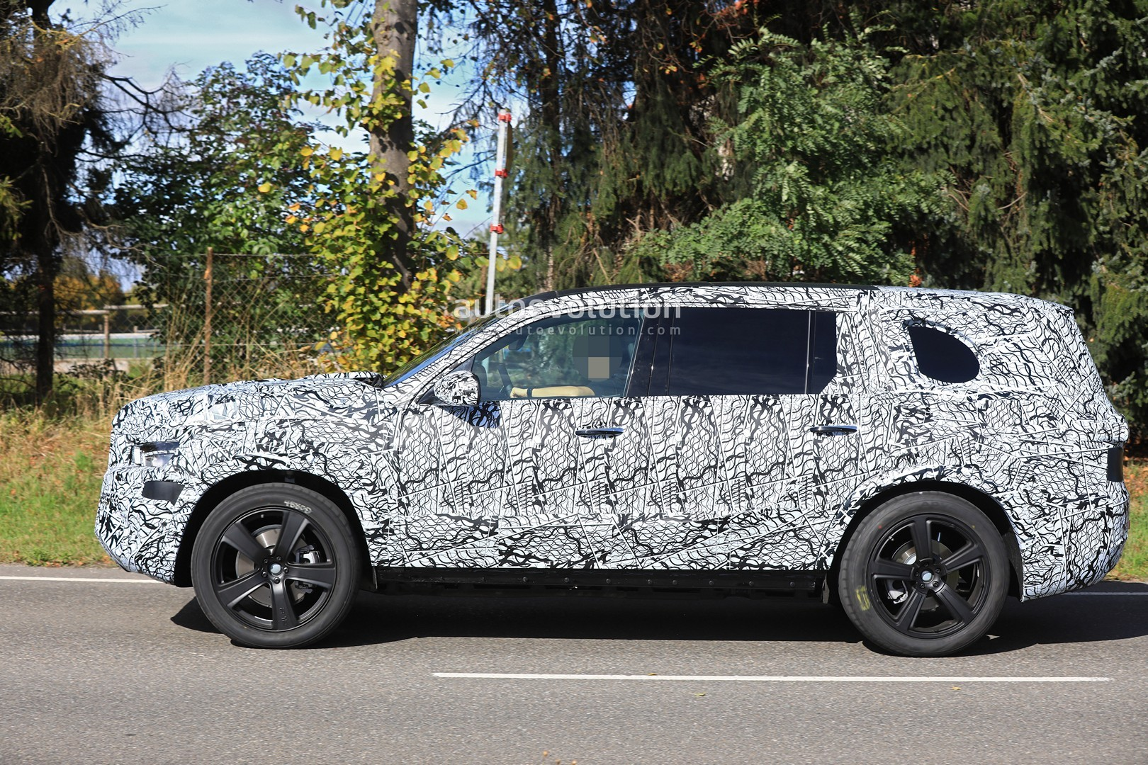 2019 Mercedes Benz Gls Class Spied In Detail Autoevolution