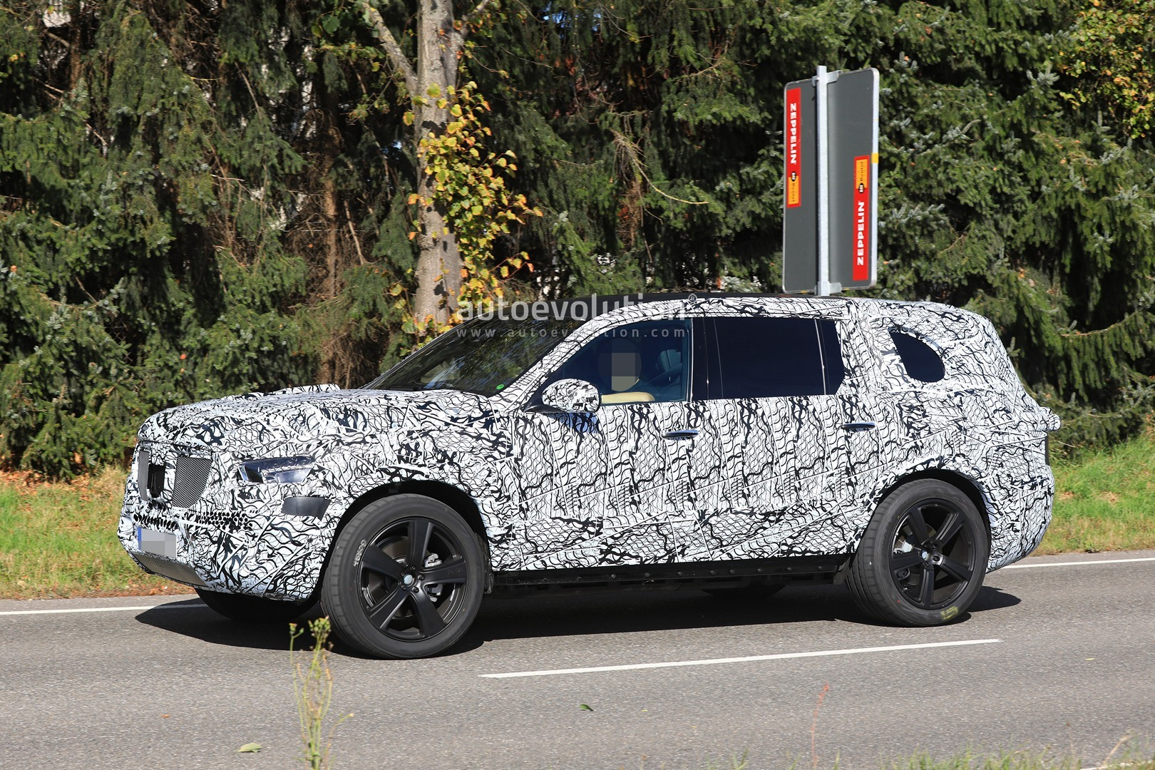2019 Mercedes Benz Gls Stands Out In Prototype Suv Convoy