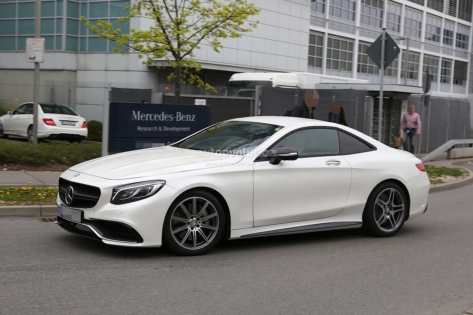 2019 mercedes benz sl rumored to go 2 2 autoevolution for Mercedes benz sl550