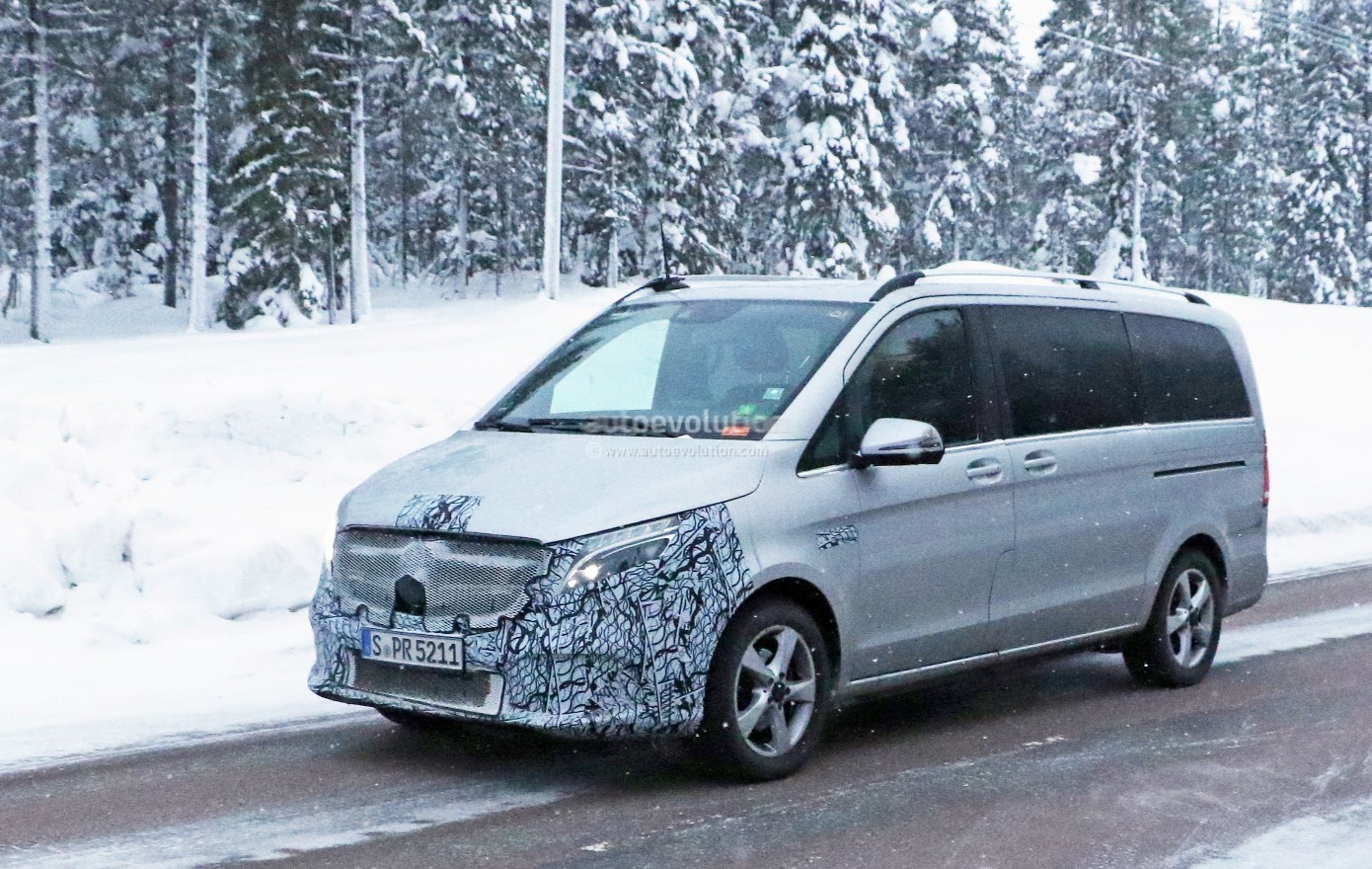 2019 mercedes benz v class test mule spied with little for Mercedes benz v