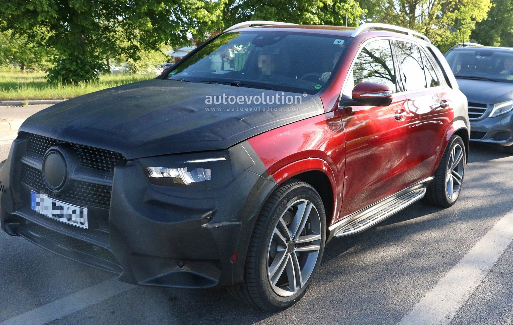 2019 mercedes gle class shows uncamouflaged design of sexy red body autoevolution. Black Bedroom Furniture Sets. Home Design Ideas
