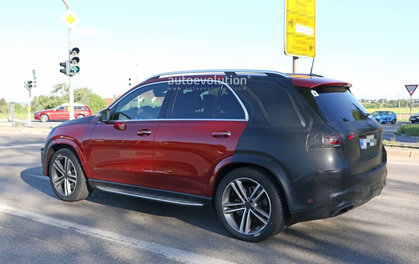 2019 Mercedes GLE-Class Shows Uncamouflaged Design of Sexy ...