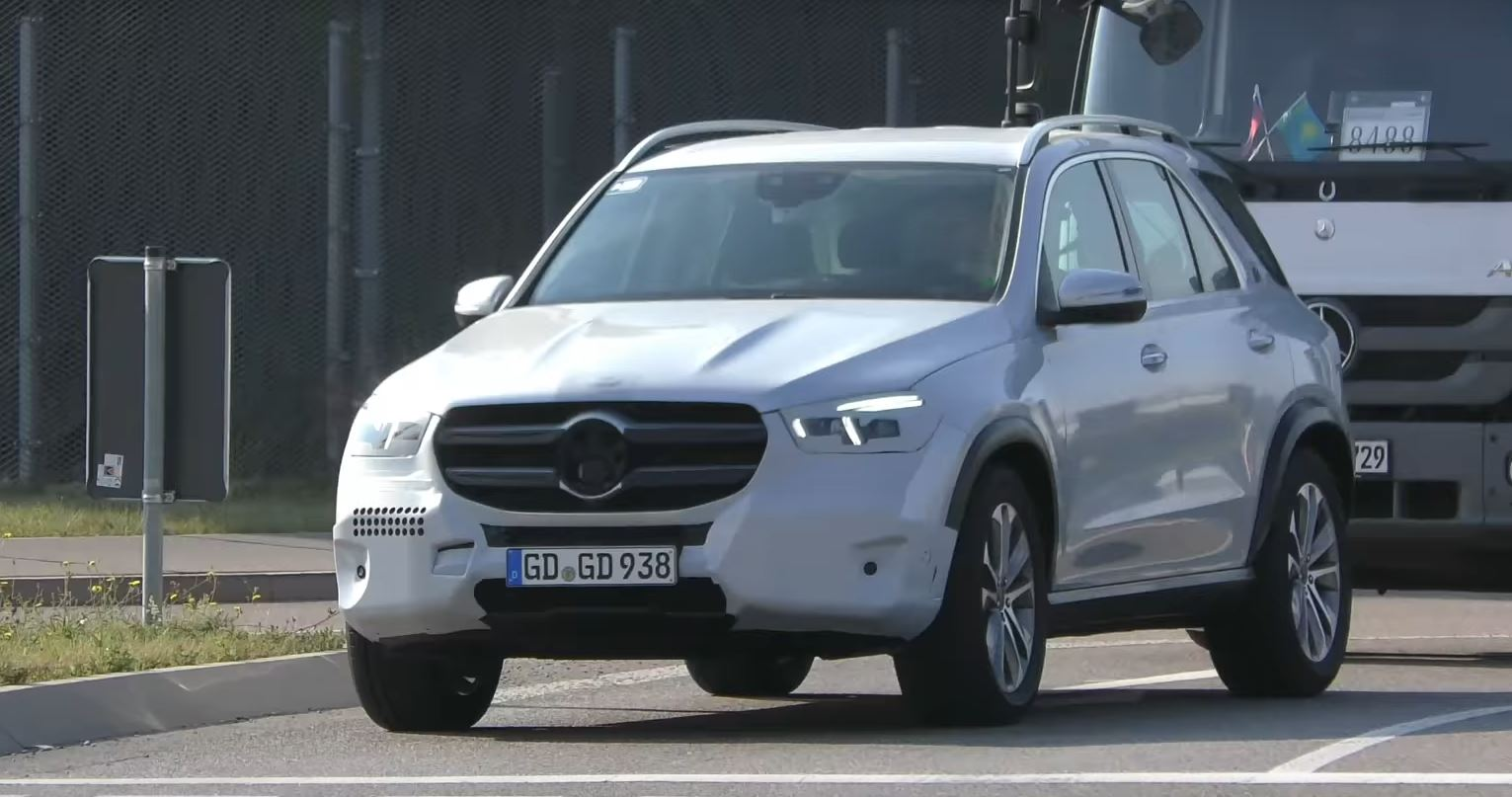 2019 Mercedes Gle Clspied Nearly Undisguised Is Making 4 Cylinder Sounds