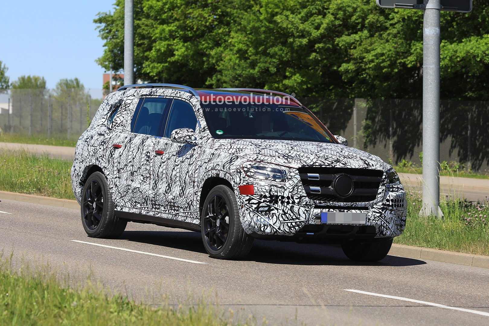 2019 Mercedes Gls Class Drops Camo Has Red Paint Ready