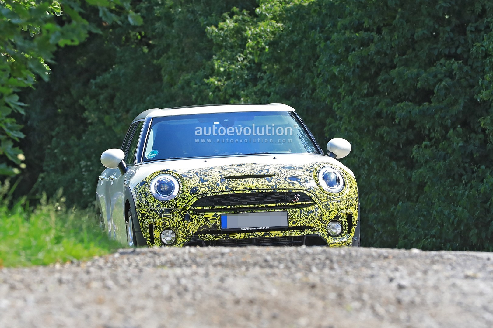 2019-mini-clubman-facelift-spied-for-the-first-time-could-be-testing-dct_1.jpg
