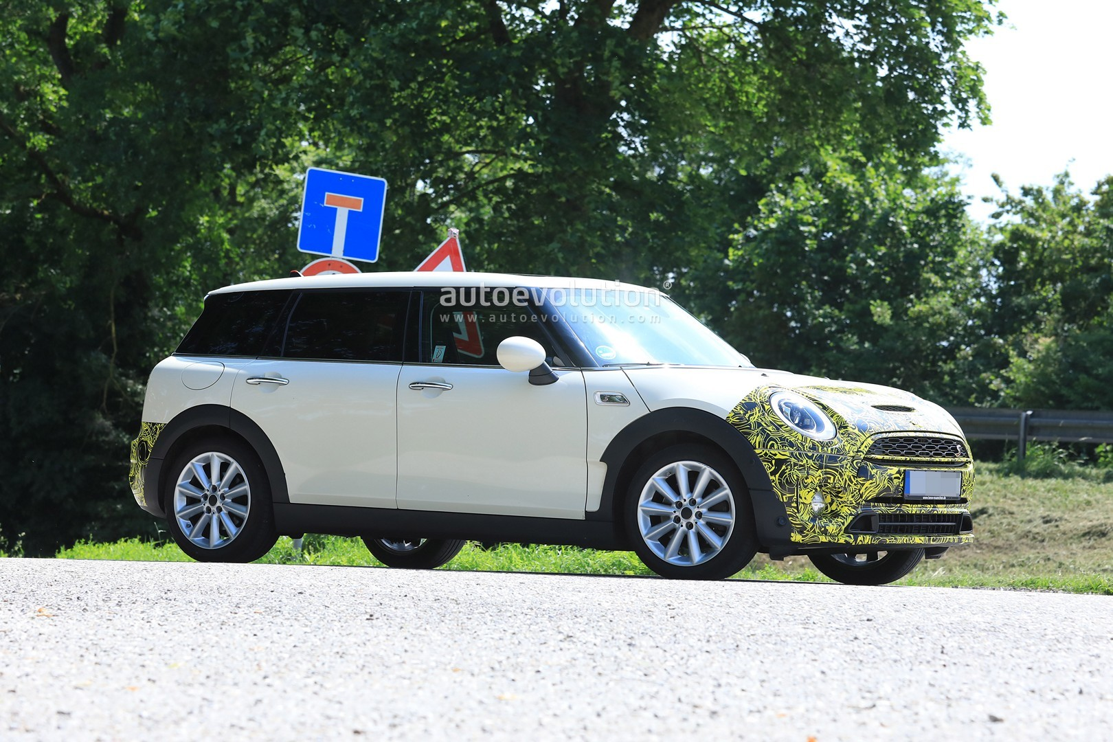 2019-mini-​clubman-fa​celift-spi​ed-for-the​-first-tim​e-could-be​-testing-d​ct_4