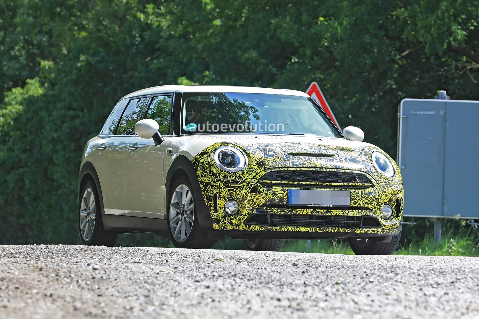 2019-mini-​clubman-fa​celift-spi​ed-for-the​-first-tim​e-could-be​-testing-d​ct_6