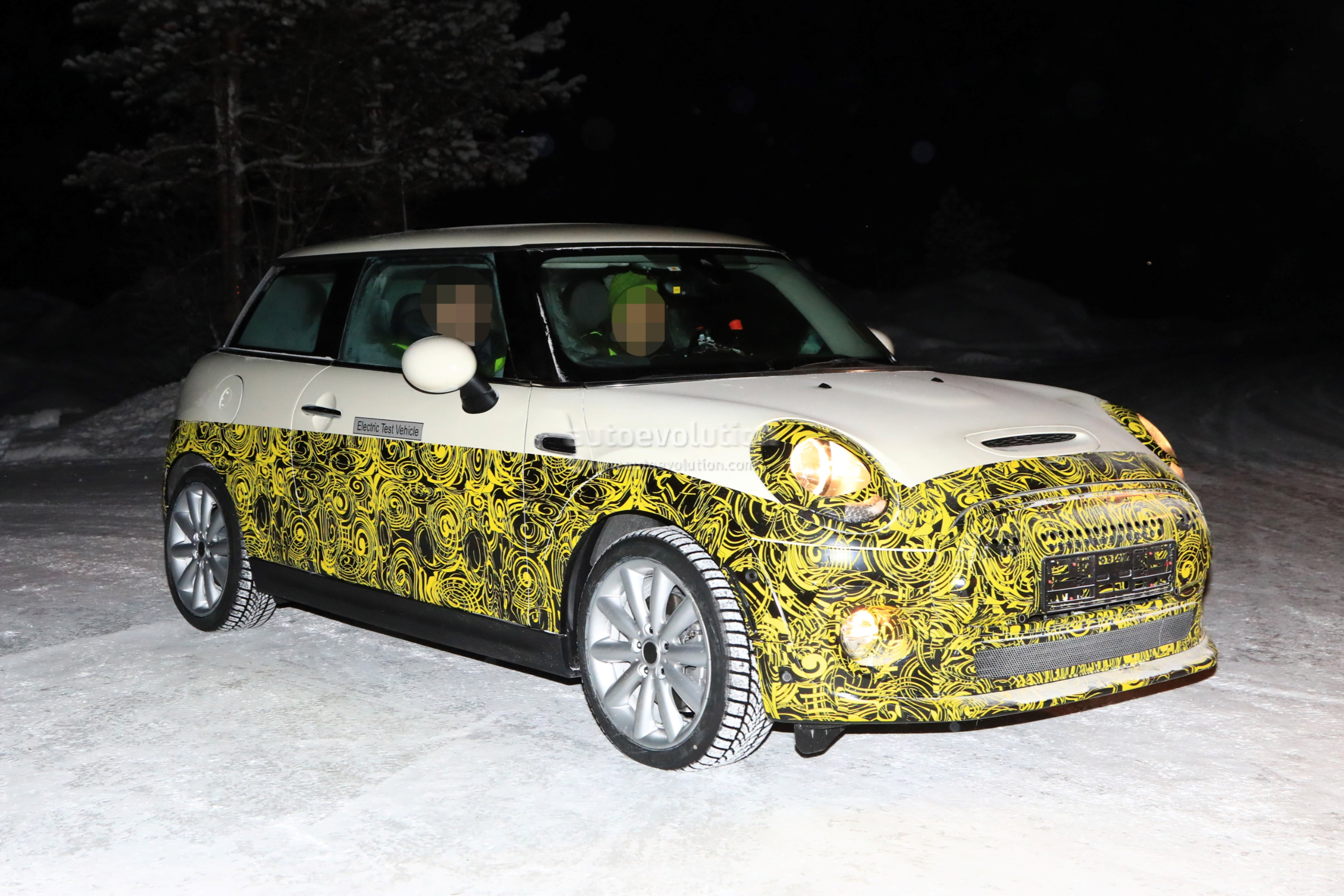 2019 Mini Cooper E Electric Vehicle Spied Testing At 30 Degrees