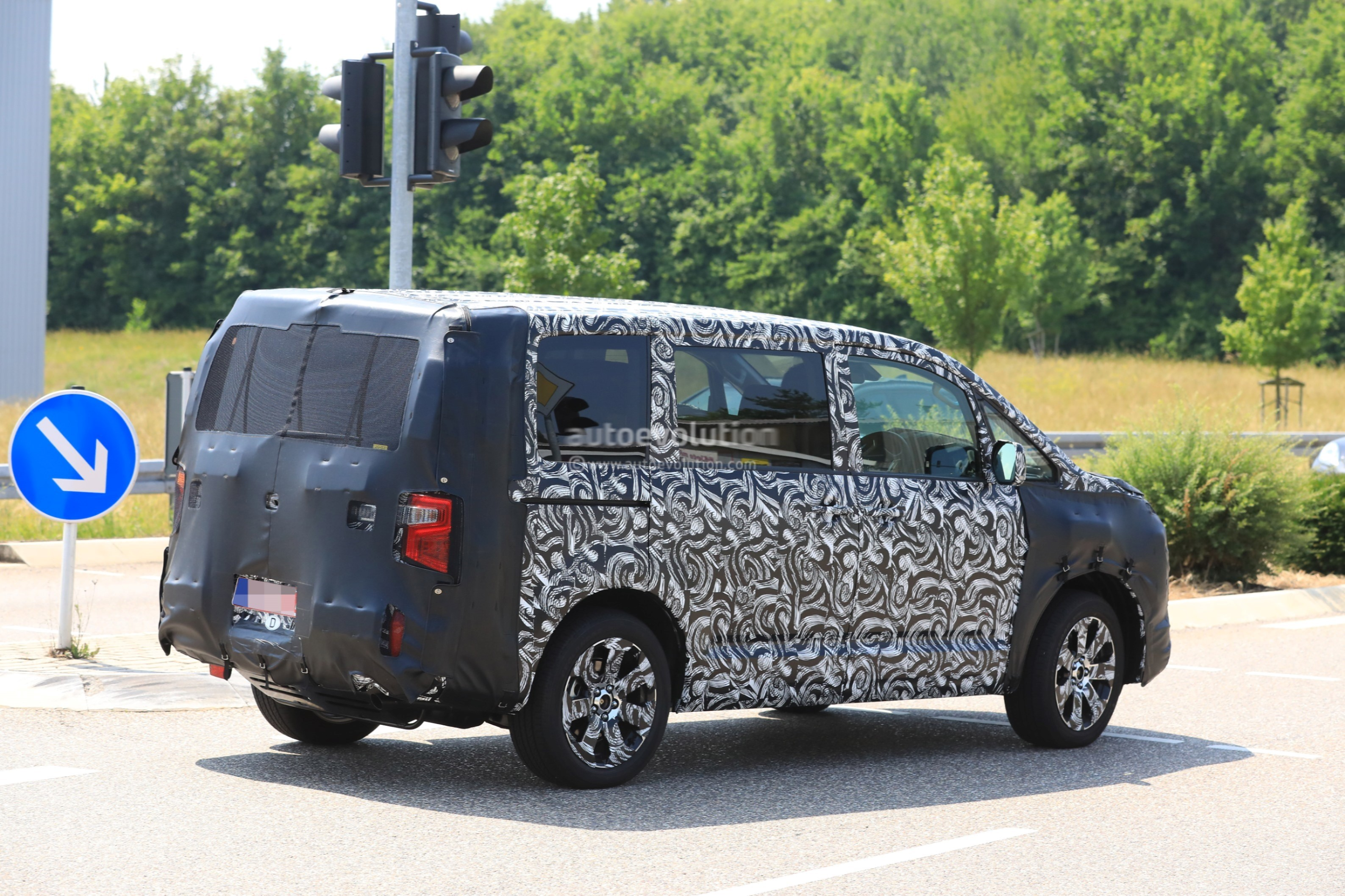 2019 Mitsubishi Delica Combines MPV Practicality With Crossover Styling - autoevolution