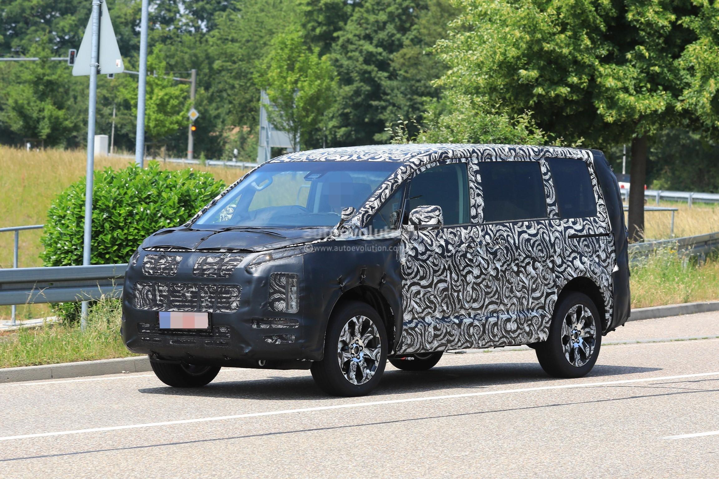 2019 Mitsubishi Delica Combines MPV Practicality With ...