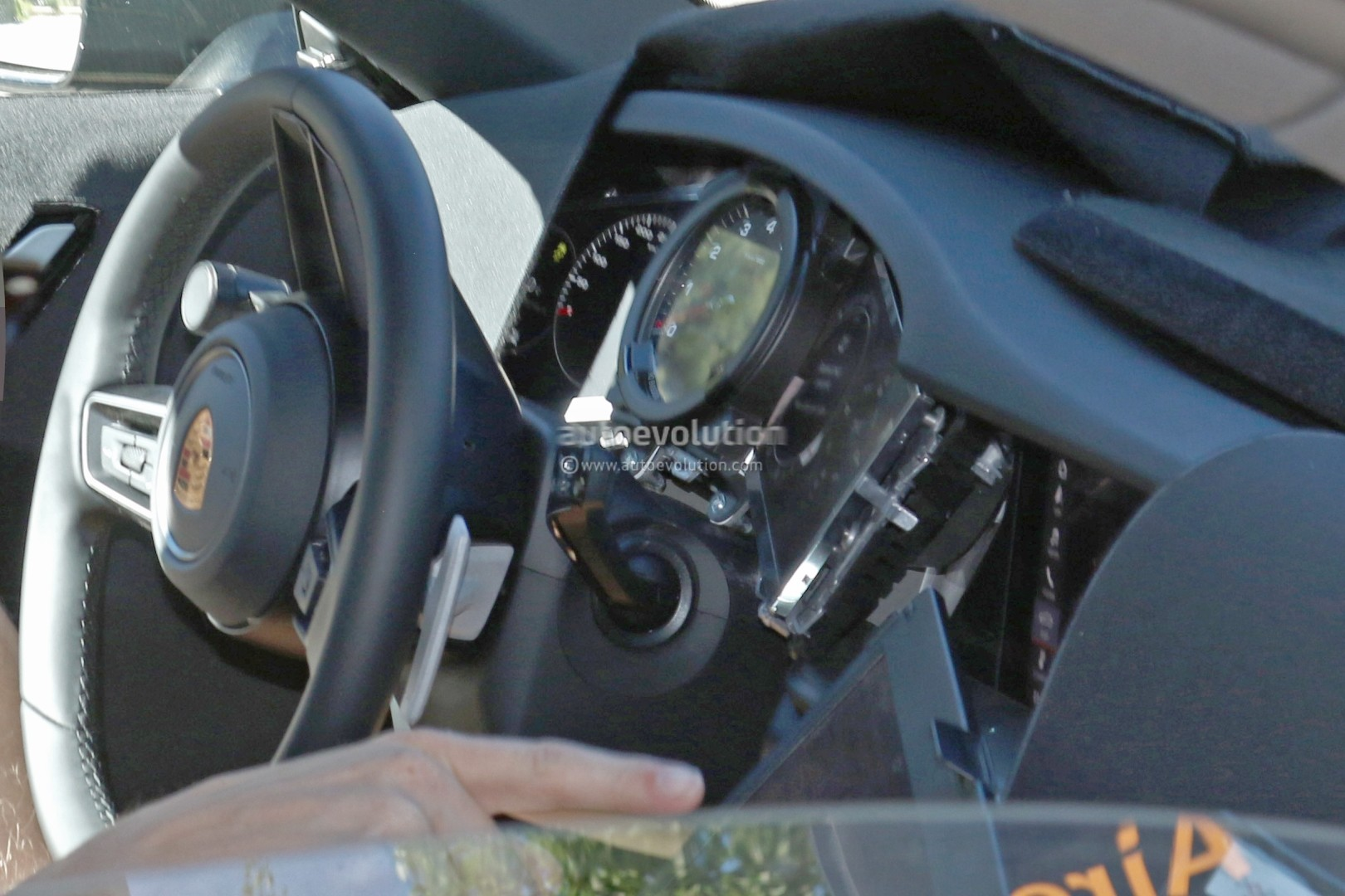 2019 porsche 911 992 interior spied shows new steering for Porsche 911 interieur