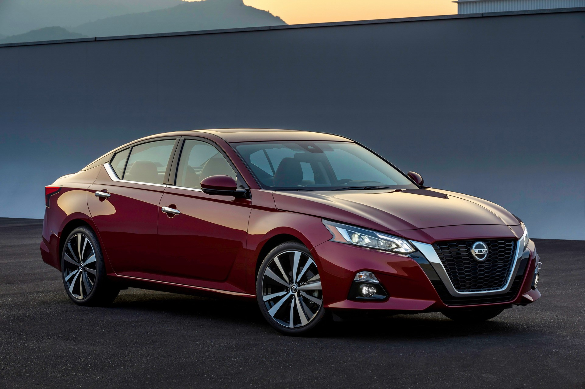 2019 Nissan Altima Debuts in New York With 2-Liter Turbo ...