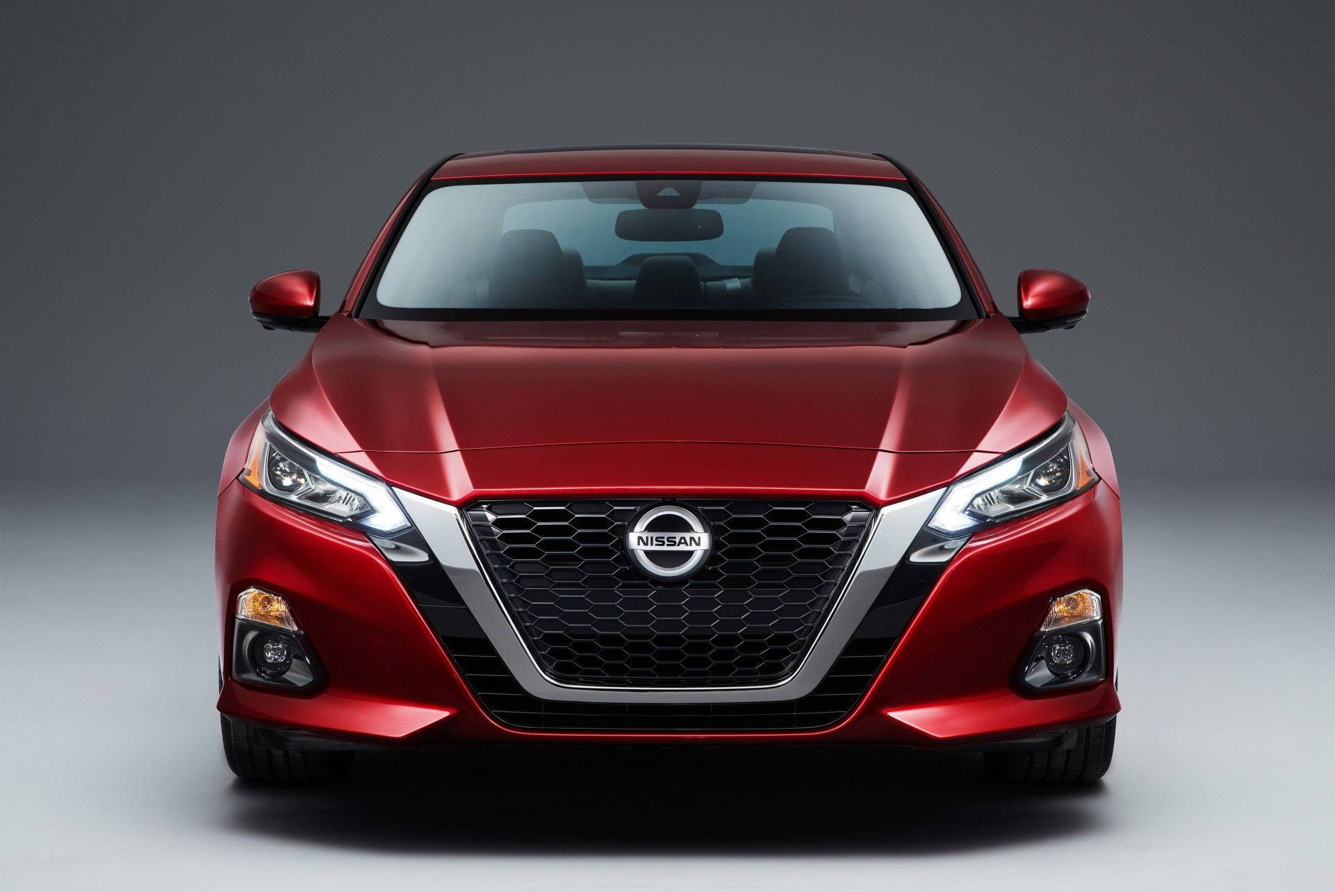 2019 nissan altima debuts in new york with 2 liter turbo and awd autoevolution. Black Bedroom Furniture Sets. Home Design Ideas