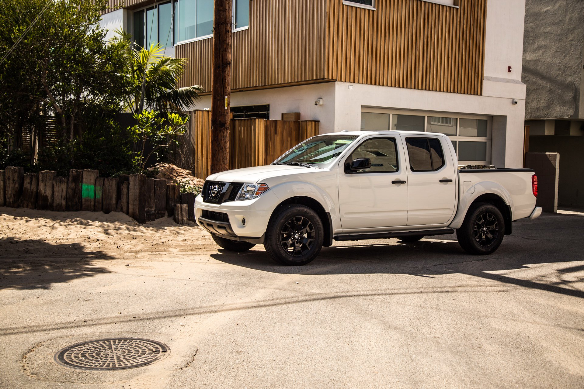 2019 Nissan Frontier Soldiers On Priced At 18 990