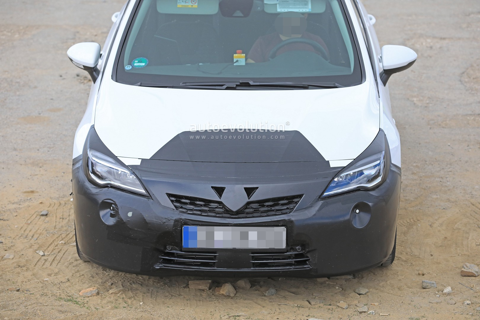 2019 Opel Astra Facelift Spied Doing Some Towing - autoevolution