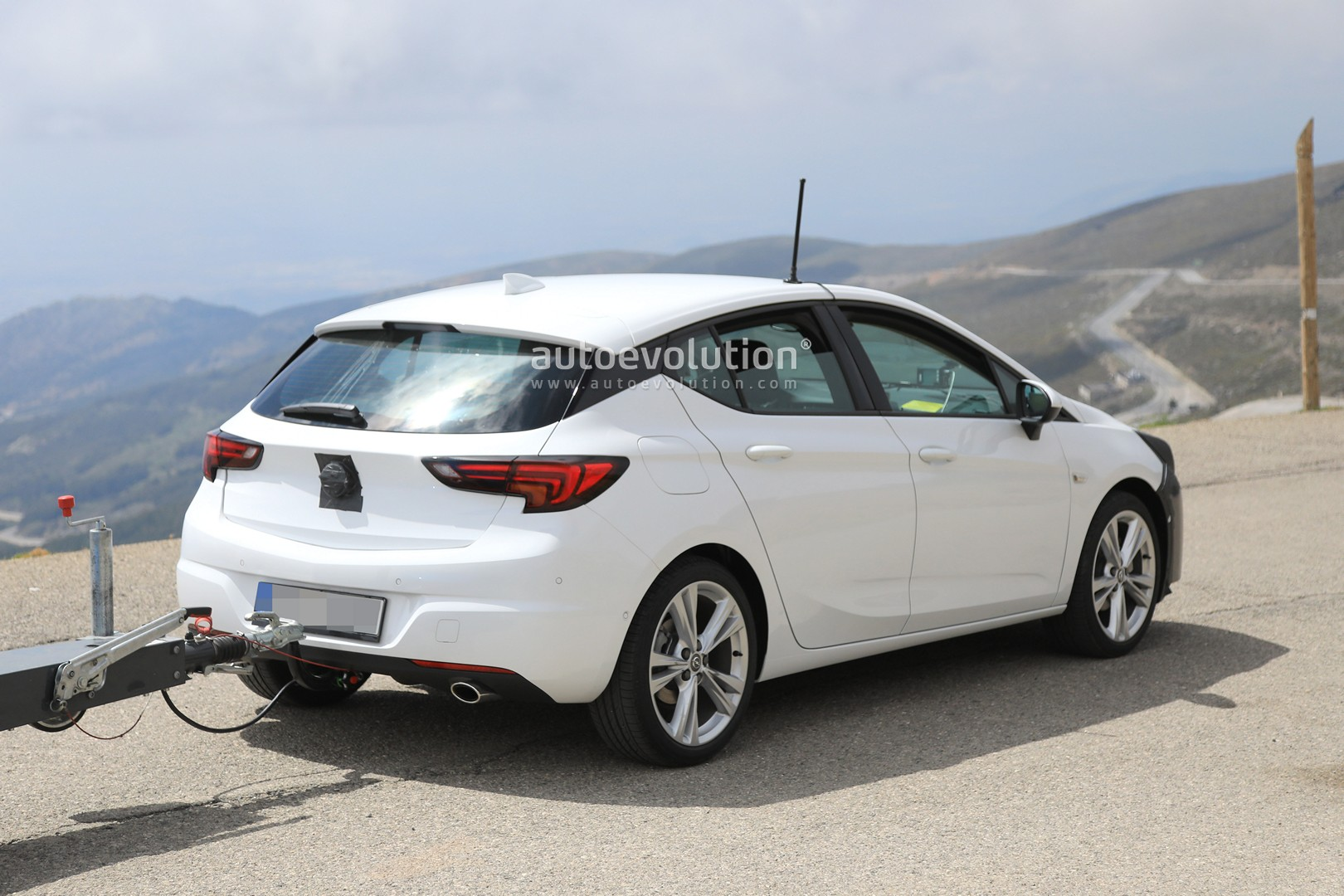 2019 opel astra facelift spied doing some towing autoevolution. Black Bedroom Furniture Sets. Home Design Ideas