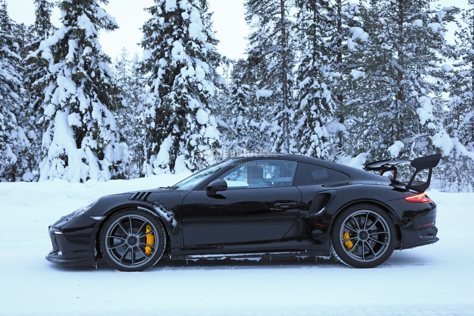 2019 Porsche 911 GT3 RS Fully Revealed by Naked Prototype