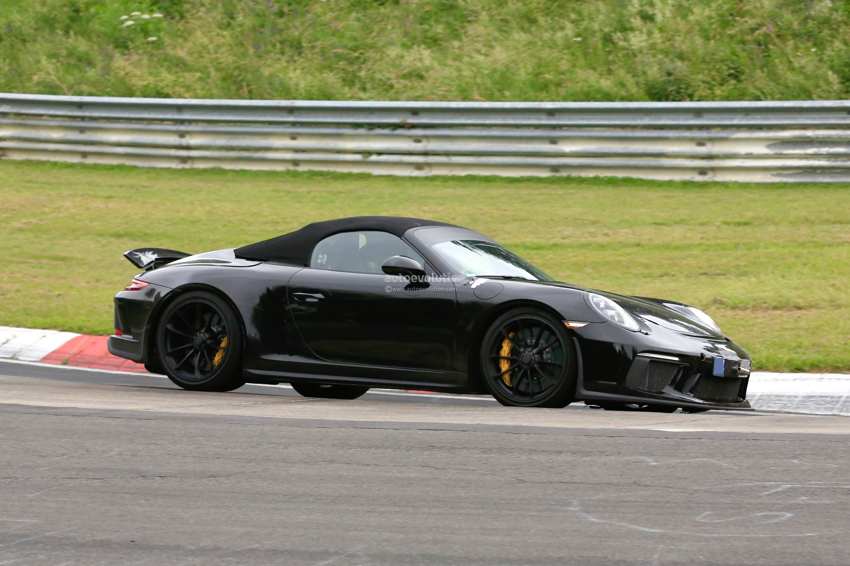 2019 porsche 911 speedster shows up at nurburgring looks like a jewel autoevolution. Black Bedroom Furniture Sets. Home Design Ideas