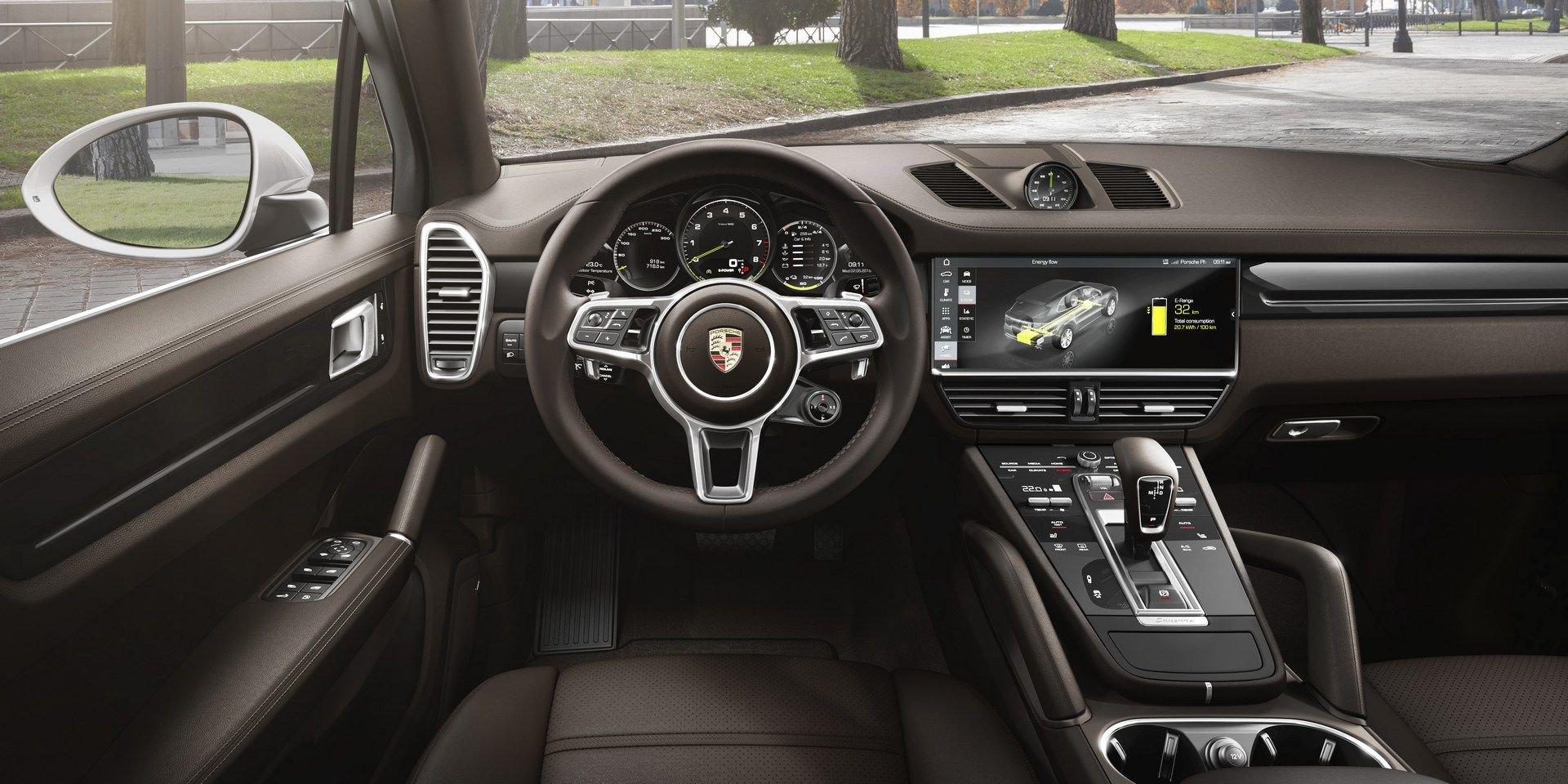 2019 porsche cayenne e hybrid has 462 hp sport chrono. Black Bedroom Furniture Sets. Home Design Ideas