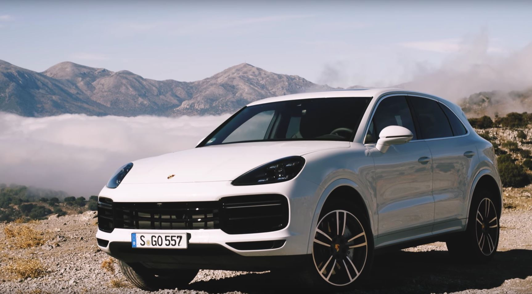 2019 porsche cayenne turbo review says almost everything is better autoevolution. Black Bedroom Furniture Sets. Home Design Ideas