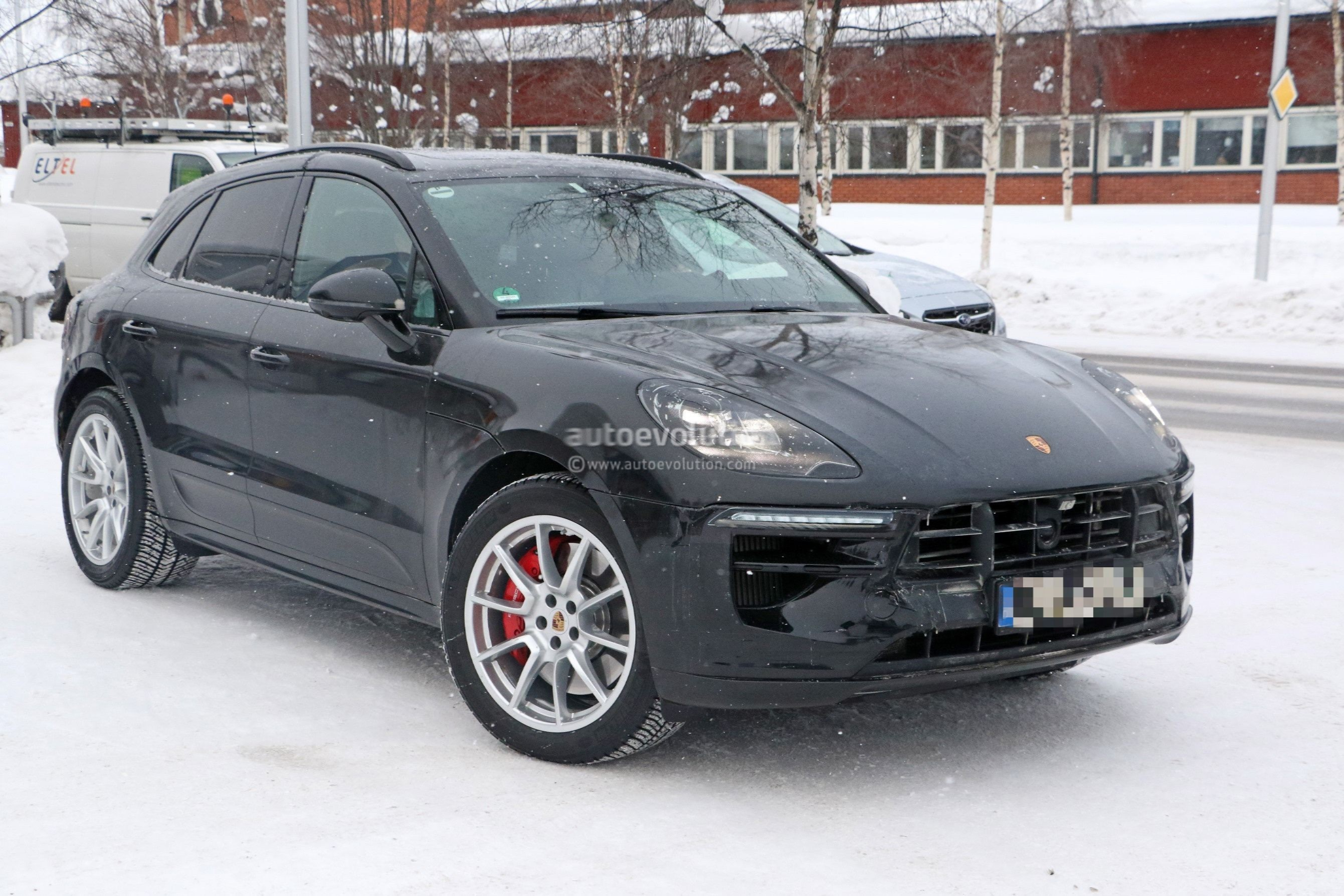 Spyshots 2019 Porsche Macan Facelift Shows Off Interior