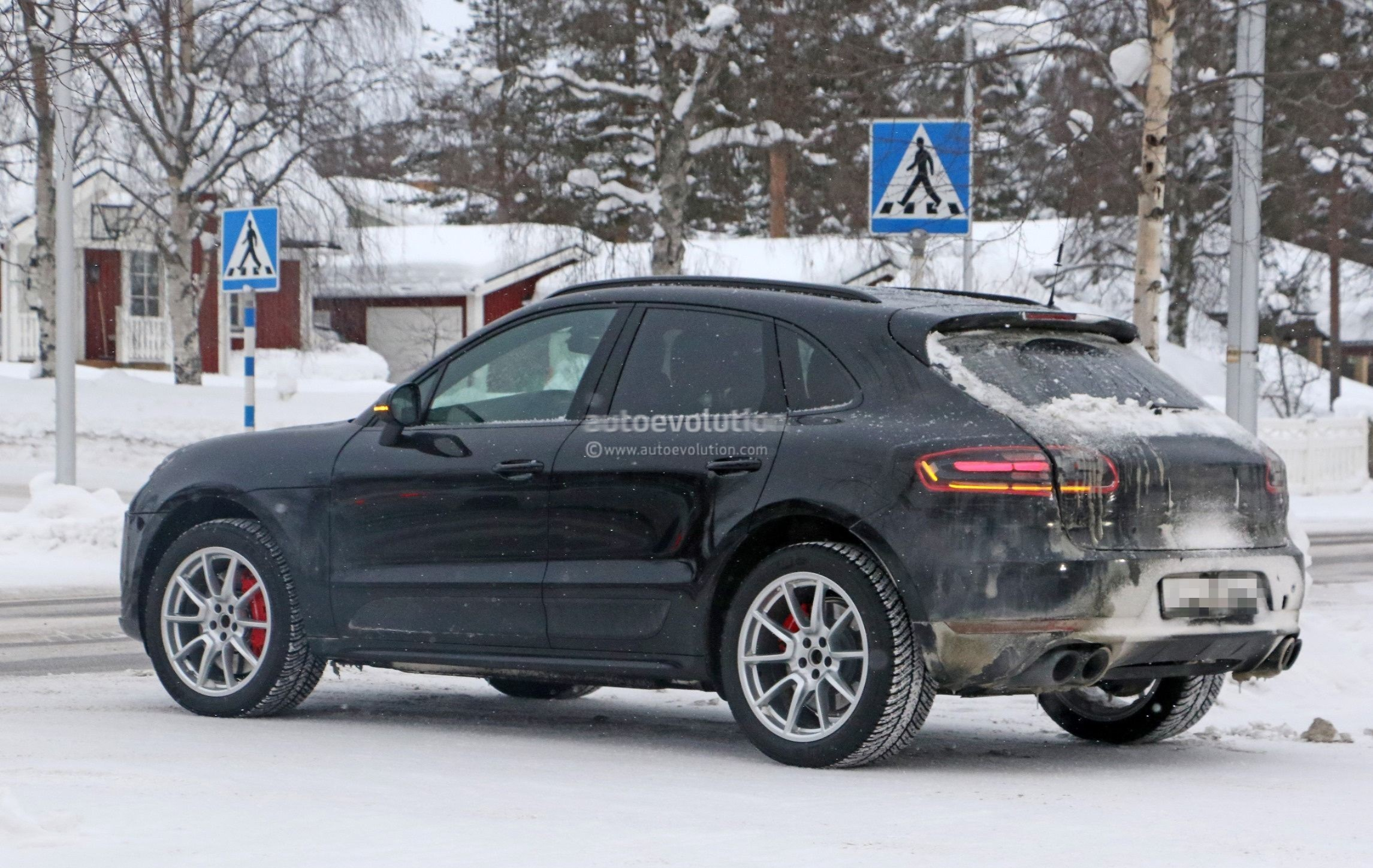 Spyshots 2019 Porsche Macan Facelift Shows Off Interior Design