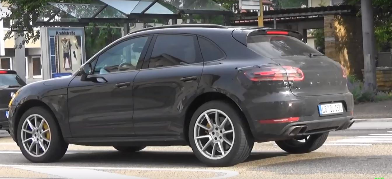 2019 Porsche Macan Shows Up In German Traffic