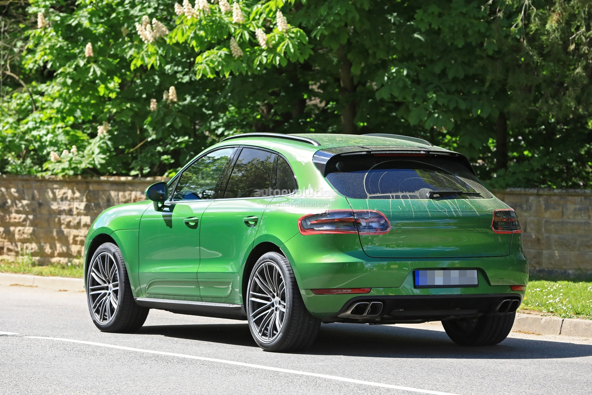 porsche planning small suv below the macan and available with rwd rumor says autoevolution. Black Bedroom Furniture Sets. Home Design Ideas