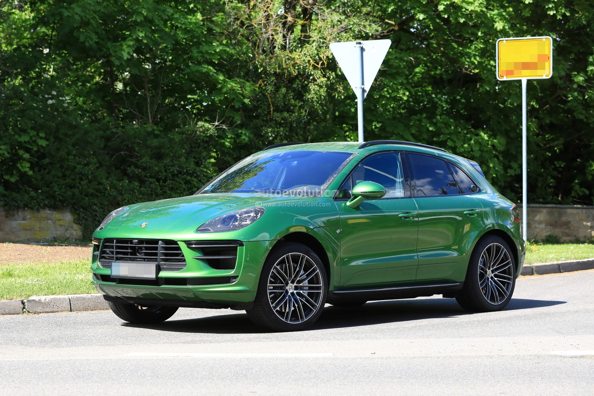porsche planning small suv below the macan and available. Black Bedroom Furniture Sets. Home Design Ideas
