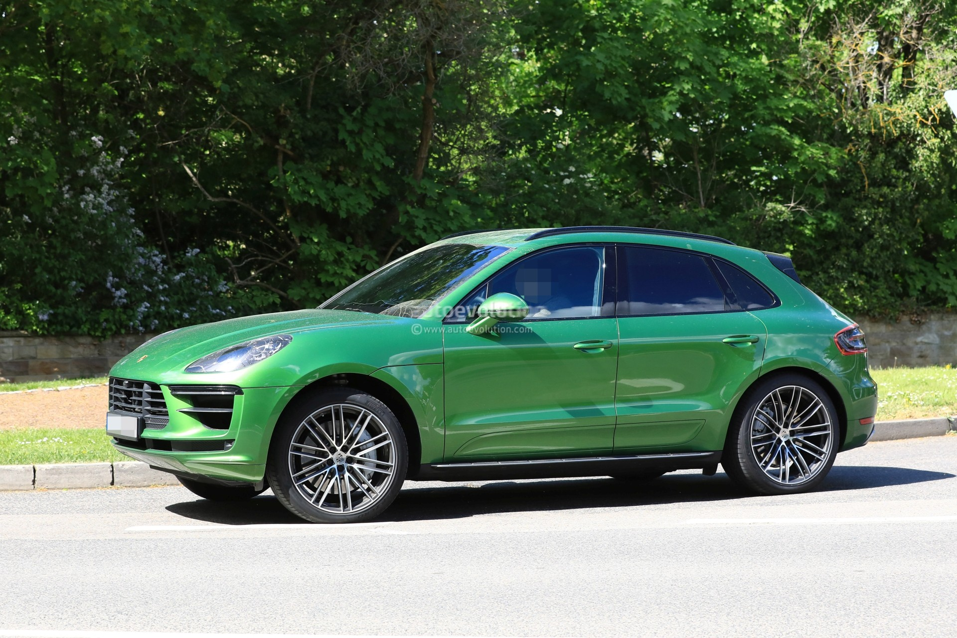porsche macan configurator launched autoevolution. Black Bedroom Furniture Sets. Home Design Ideas