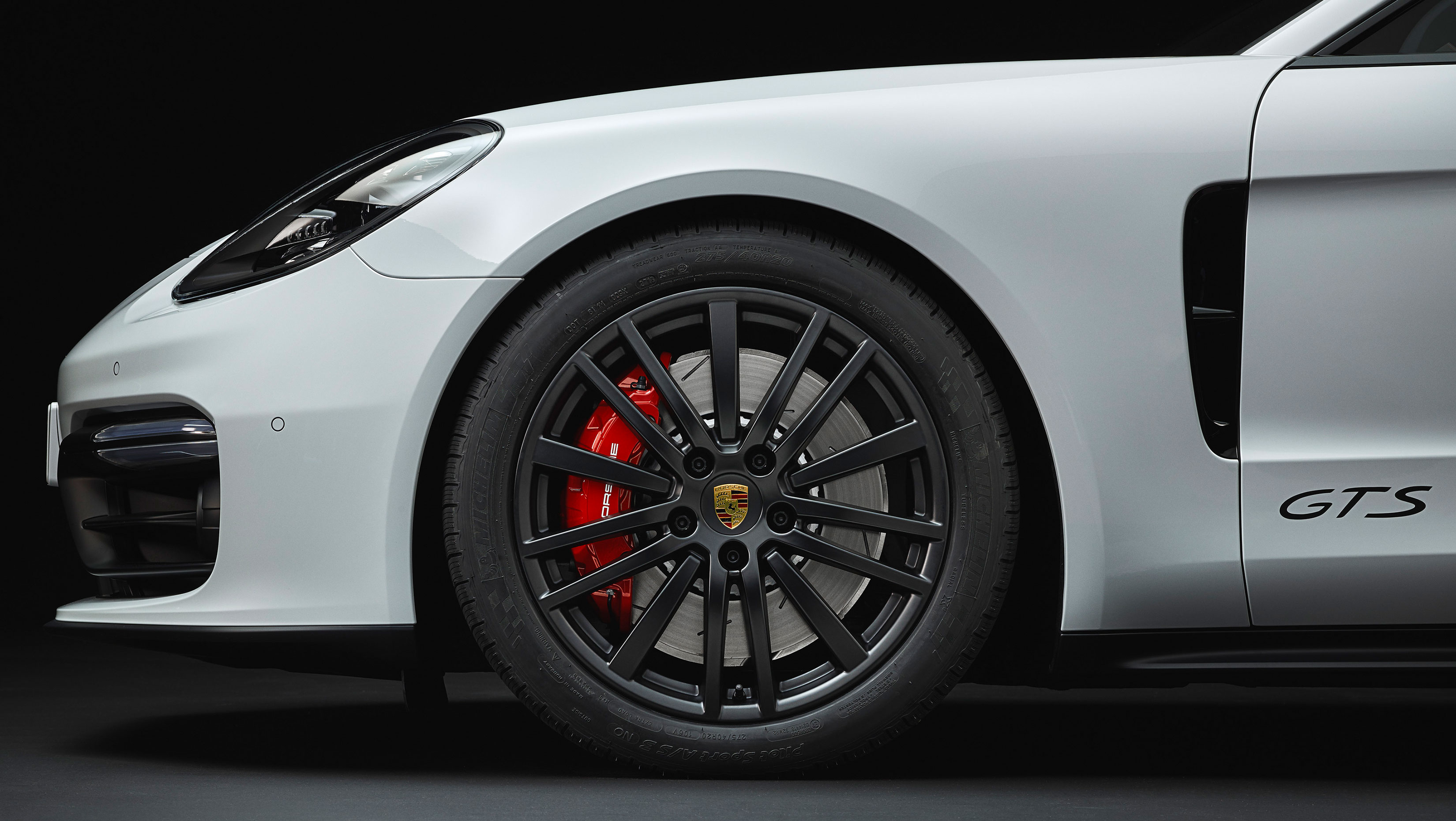 2019 porsche panamera gets new gts models with head up. Black Bedroom Furniture Sets. Home Design Ideas