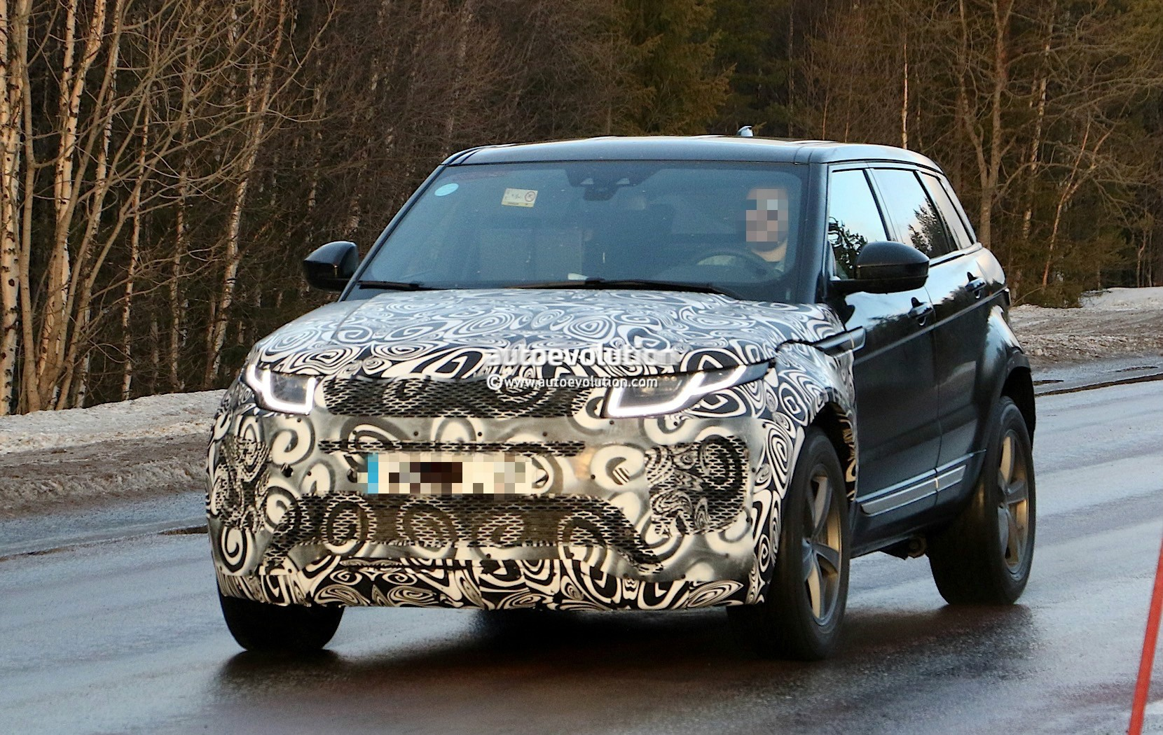 2019 Range Rover Evoque Phev To Have Fewest Cylinders Of