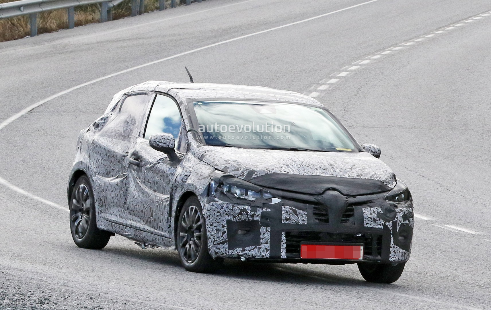 2019 renault clio spied for the first time looks like a mini megane autoevolution. Black Bedroom Furniture Sets. Home Design Ideas