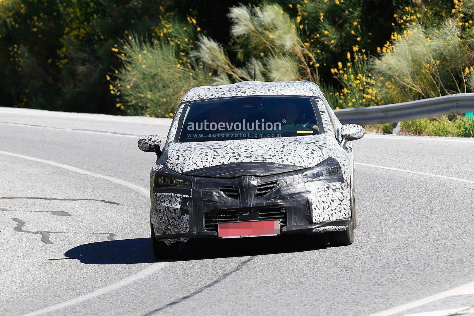 2019 renault clio spied in southern europe autoevolution. Black Bedroom Furniture Sets. Home Design Ideas