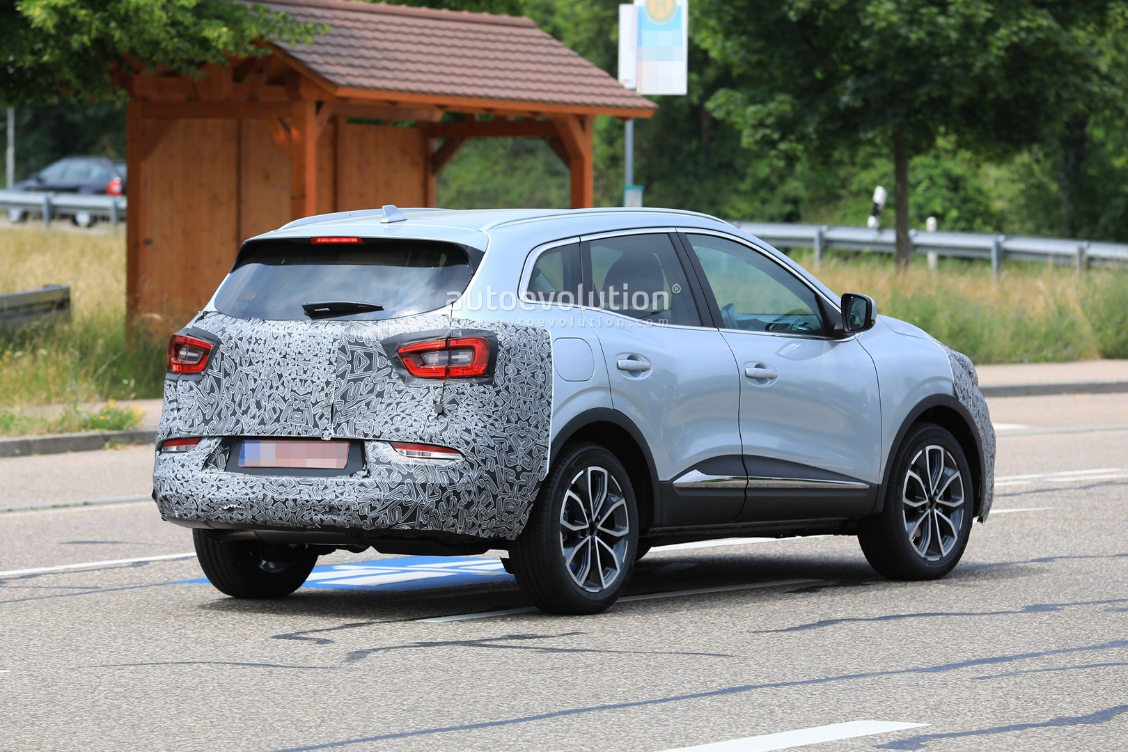 2018 - [Renault] Kadjar restylé  - Page 9 2019-renault-kadjar-facelift-spied-with-new-front-end-will-debut-in-september_12