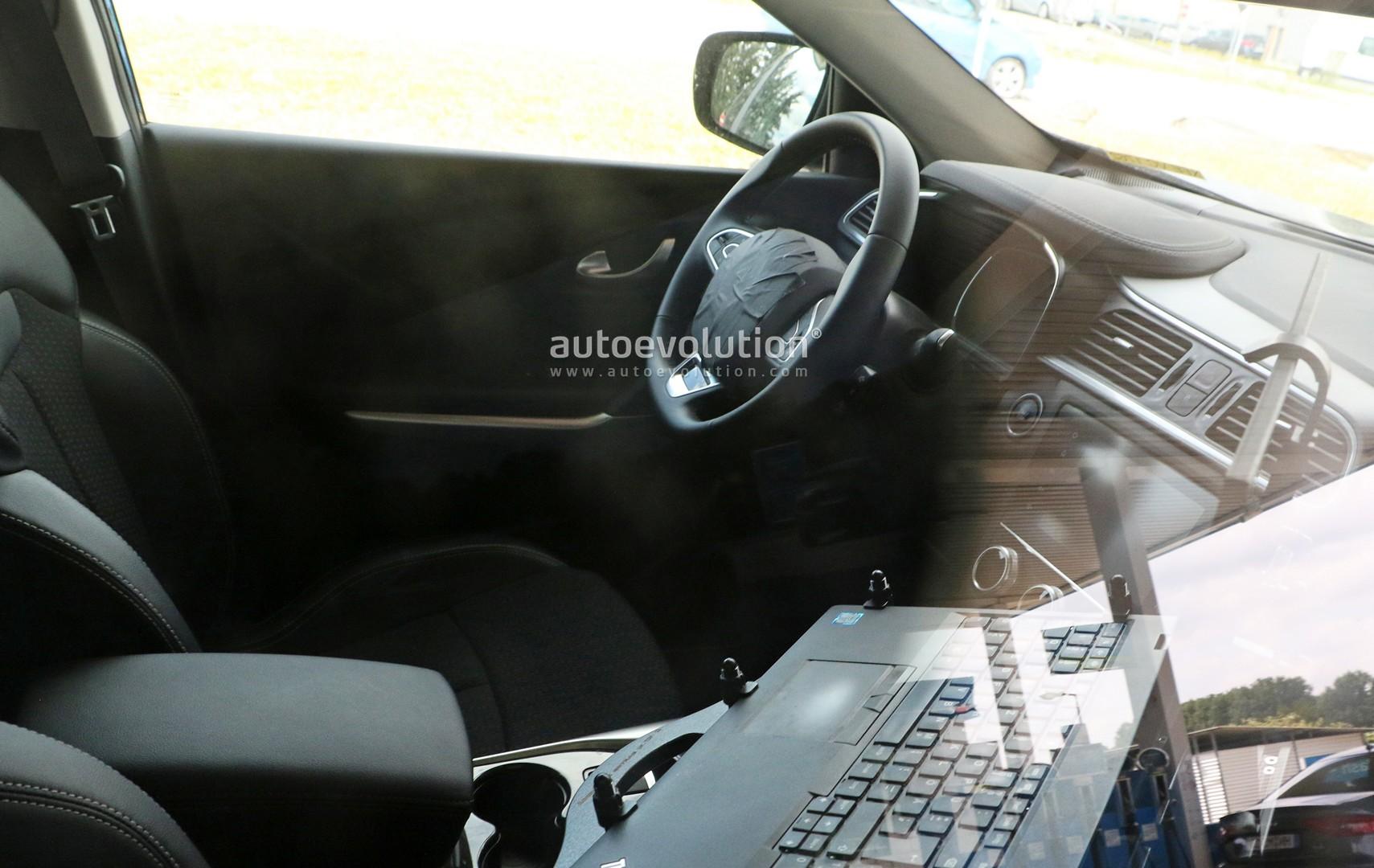 2019 renault kadjar shows updated interior in latest for Interior renault kadjar