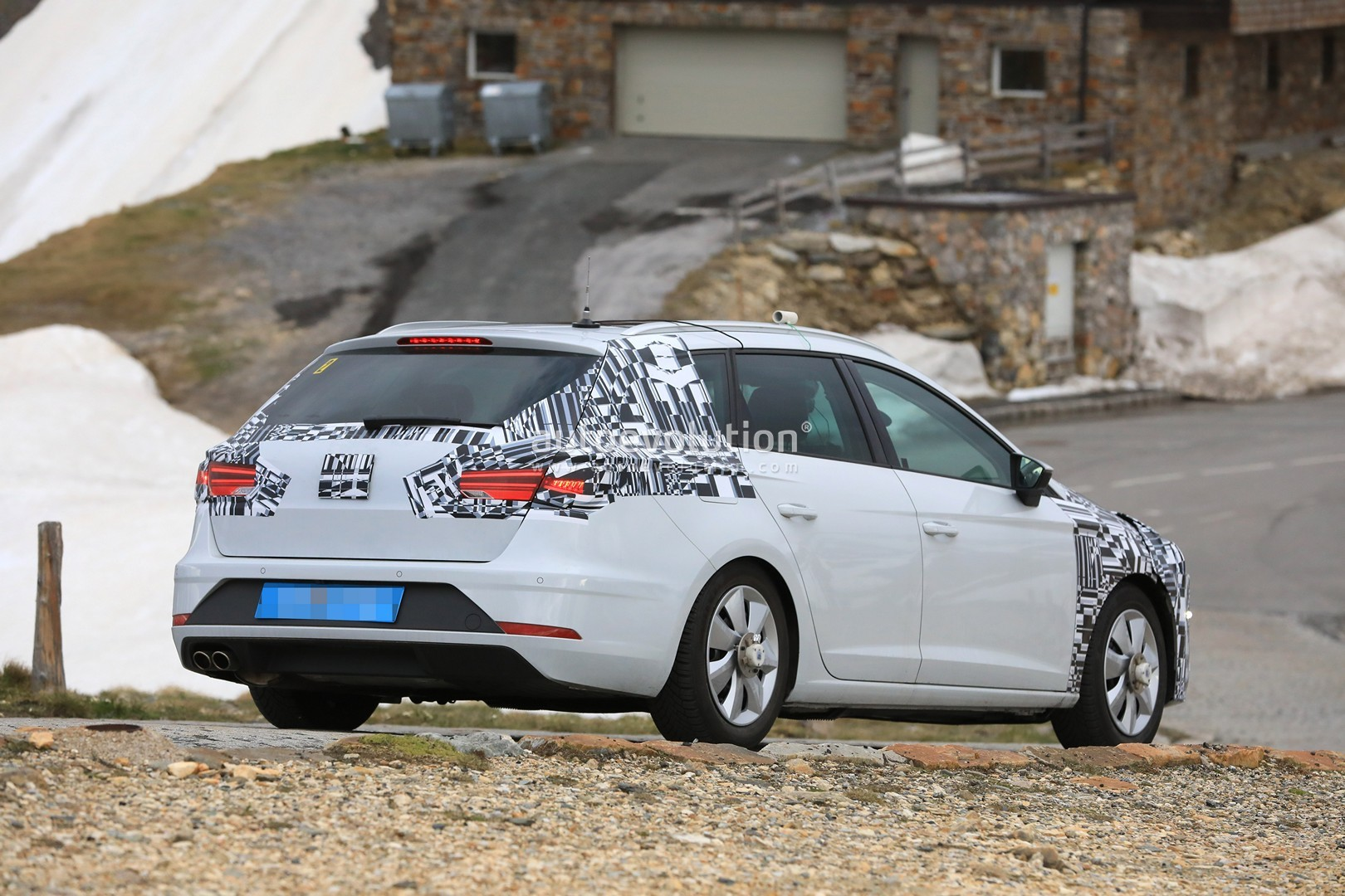 spyshots 2019 seat leon shows up for the first time has new front design autoevolution. Black Bedroom Furniture Sets. Home Design Ideas