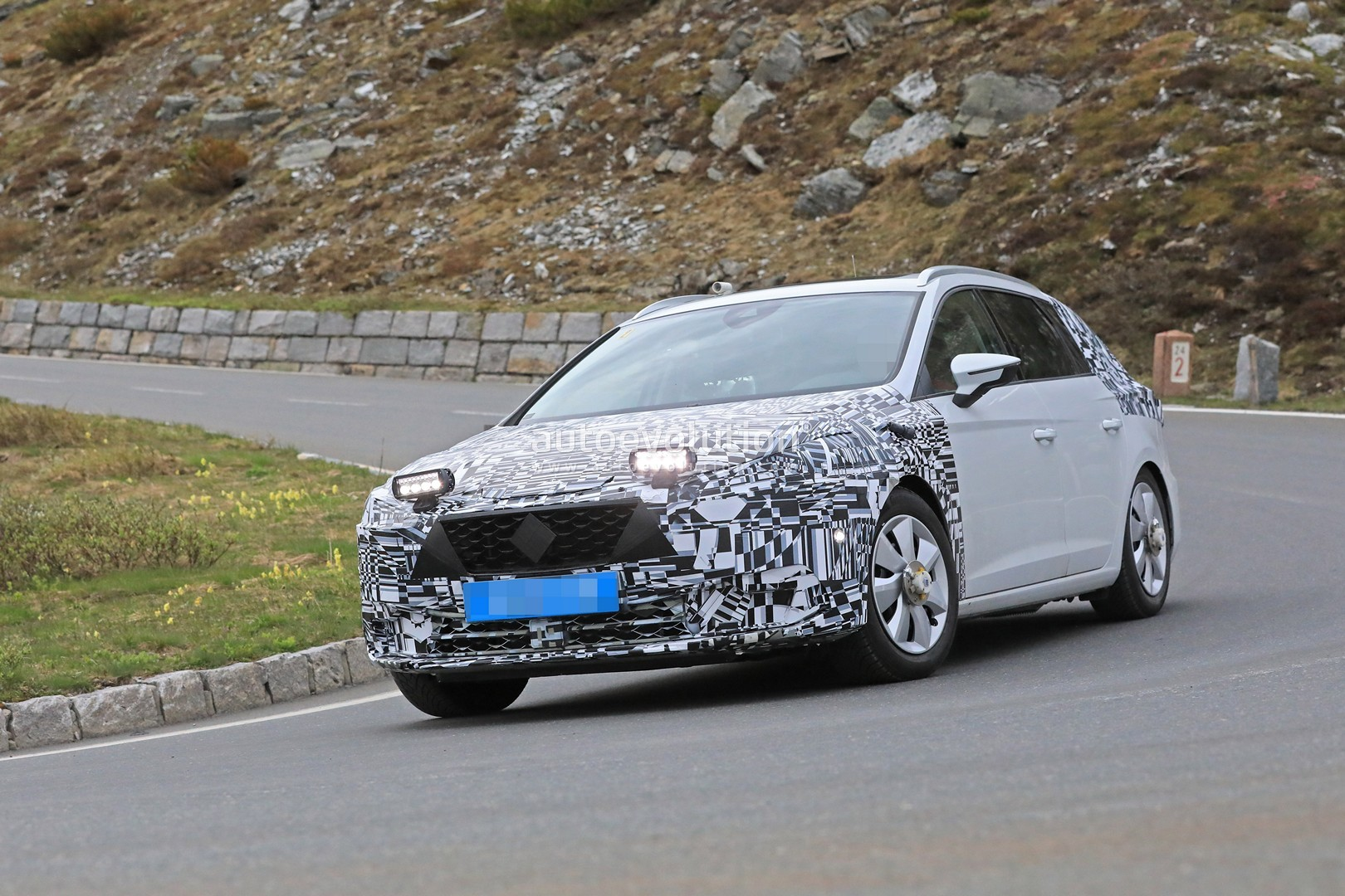 Spyshots: 2019 SEAT Leon Shows up for the First Time, Has ...