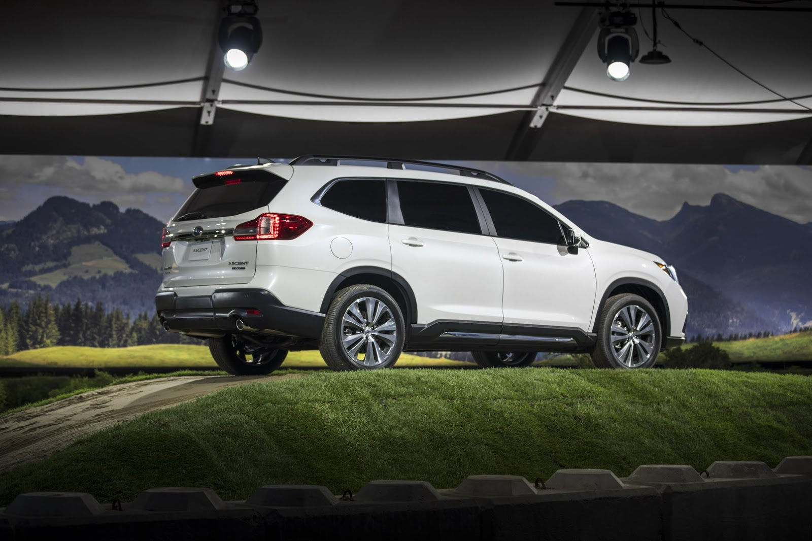 Outback Subaru Forester >> 2019 Subaru Ascent Production Will Create New Jobs At Indiana Plant - autoevolution